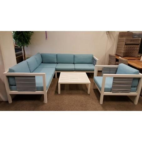 loungeset-staint-tropez-lichtblauw-aluminium-wit-bee-wett-kussens-gestreept-luna-air-pebble-beach