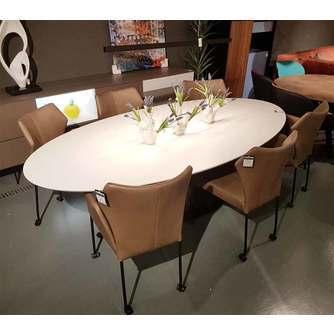 Ovale witte eettafel Libra van Bree's New World is een design eyecatcher