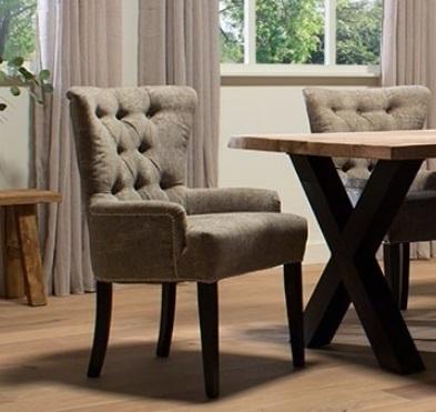 eetkamerfauteuil-eetkamerstoel-eetstoel-stoel-romantisch-landelijk-klassiek-houten-poot-knopen-gecapitonneerd-lage-armleuning-Amy-UrbanSofa