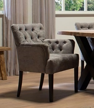 eetkamerfauteuil-eetkamerstoel-eetstoel-stoel-kate-UrbanSofa-gecapitonneerd-knopen-in-rugleuning-armleuning-handgreep-greepje-houten-poot-eiken-eikenhout-stof-castello-grijs-grey-zwarte-poten-armleuning-royaal-klassiek-landelijk
