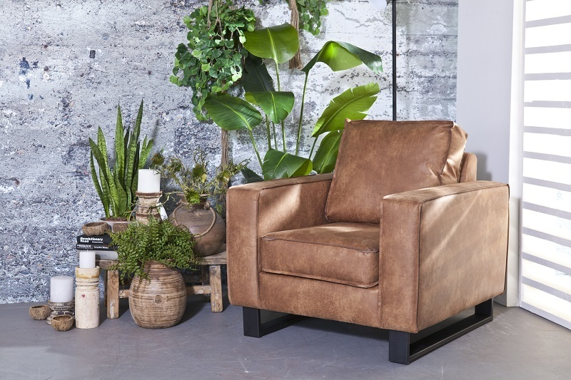 fauteuil-armstoel-luie-stoel-Sevn-butterfly-armleuning-metalen-poot-onderstel-zwart-stof-leer-Nederlands-merk