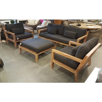 loungeset-olive-antraciet-loungebank-loungestoel-loungefauteuil-fauteuil-teakhout-antraciet-donkere-kussens-white-wash-teak-dikke-kussens-Bee-Wett-weerbestendig-buiten-laten-liggen-Applebee