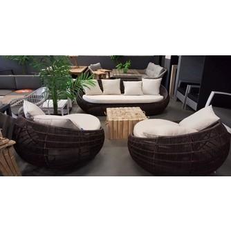 loungeset-cocoon-geweven-rond-loungebank-loungestoelen-creme-kussens