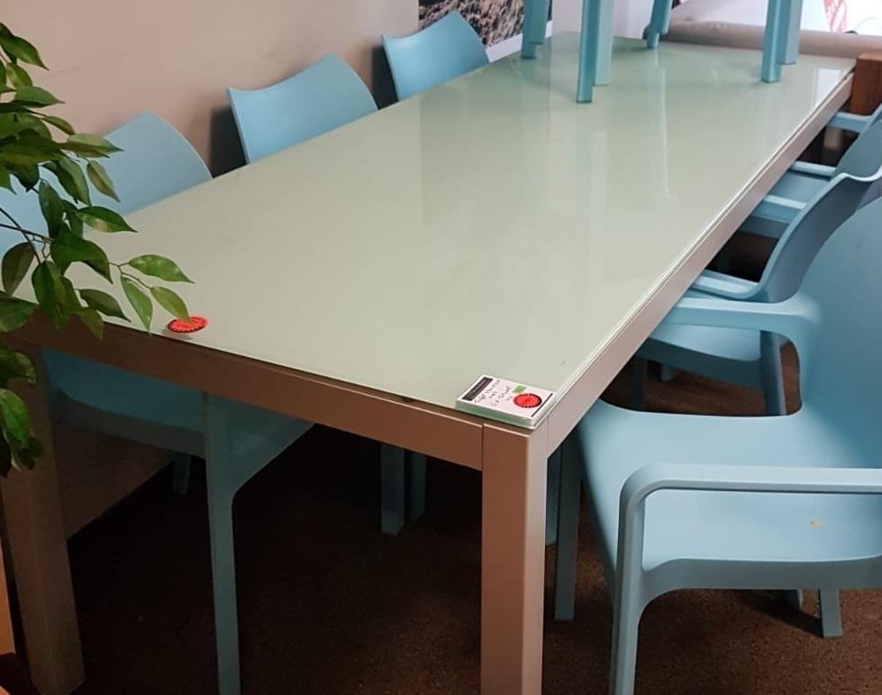Strakke Witte Eettafel.Showmodel 11 Aluminium Tafel Met Glasplaat