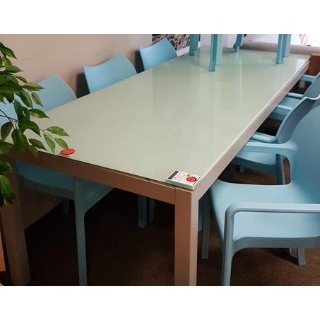 showmodel-aluminium-tafel-met-glasplaat-wit-modern-strak-eettafel