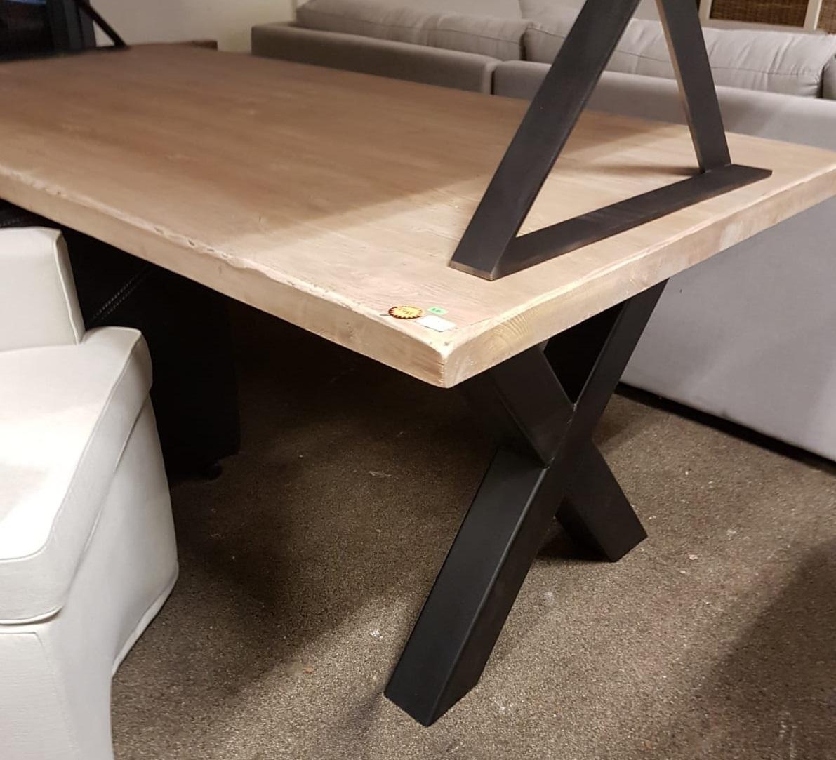 showmodel-grenentafel-stalen-poot-metaal-industrieel-landelijk-stoer-licht-blad-hout-grenenhout