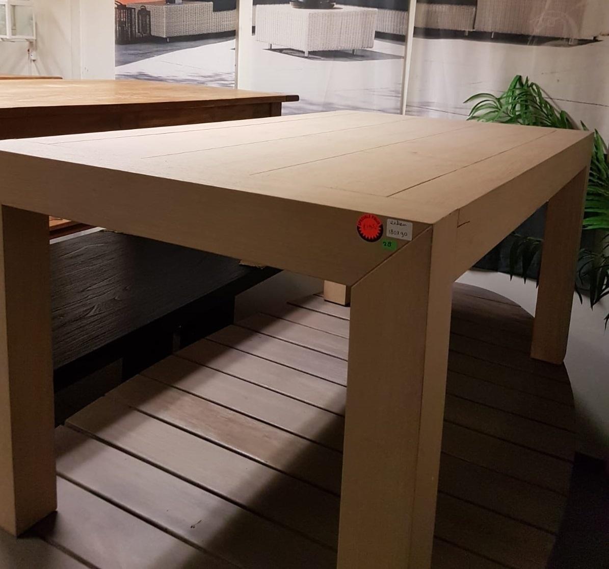 showmodel-lichte-eikentafel-180-cm-eikenhout-rechthoekig-houten-planken