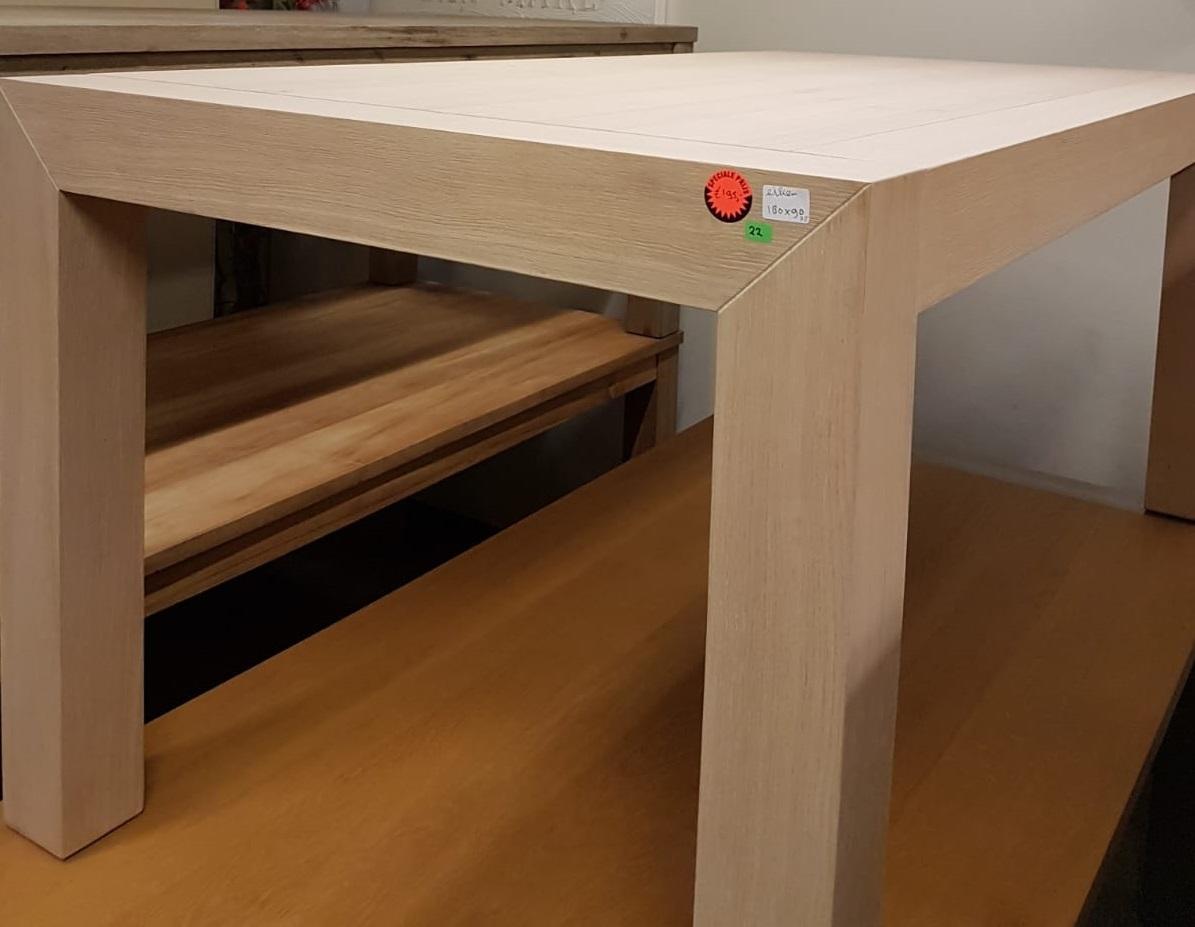 showmodel-eikenhouten-tafel-licht-eikentafel-opgelegd-blokpoot