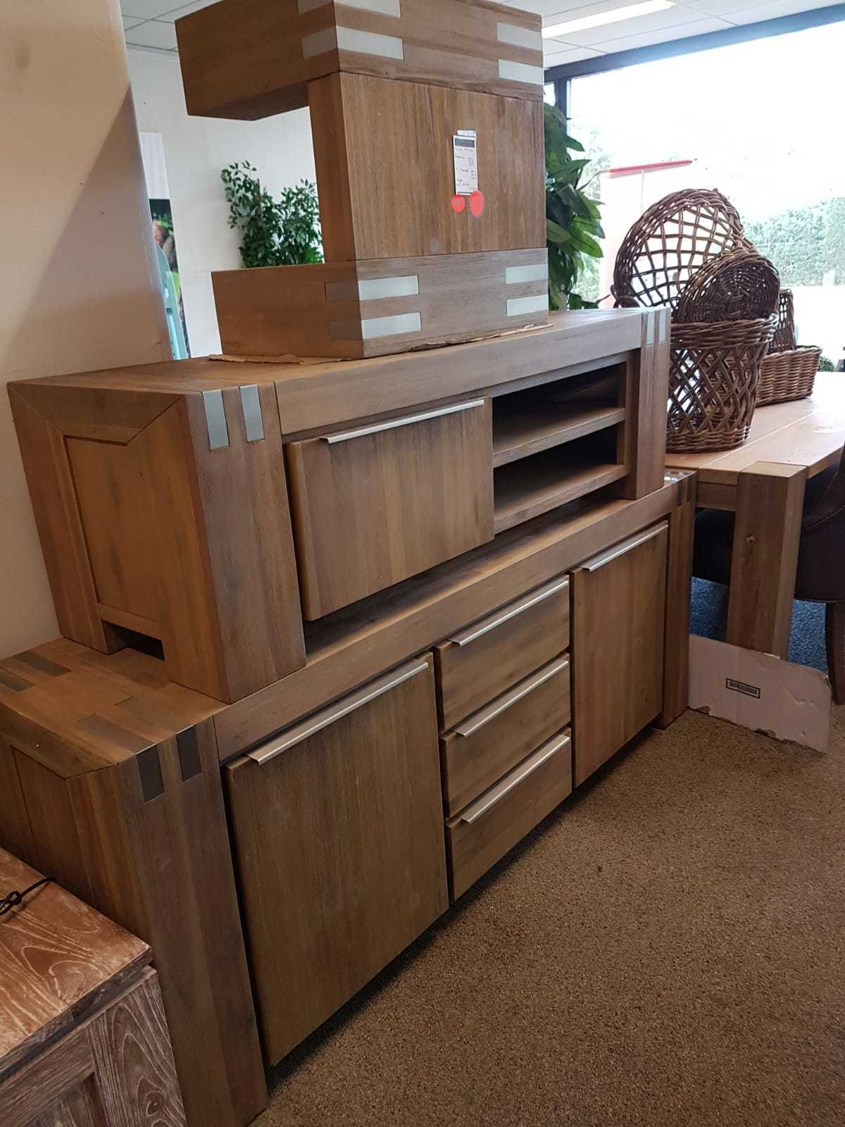 dressoir-tv meubel en salontafel
