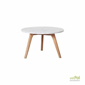 Zuiver White Stone is een bijzettafel met wit marmeren blad en houten pootjes, hier in maat L, EAN 8718548011960