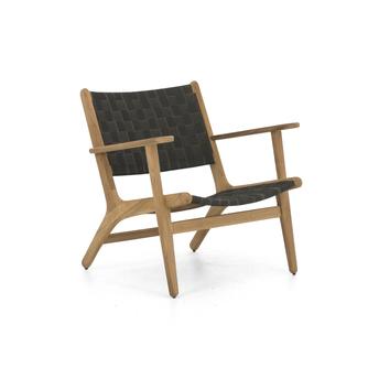 tuin loungestoel Applebee Luc met lage rug en armleuningen van teakhout en donkergrijze zitting