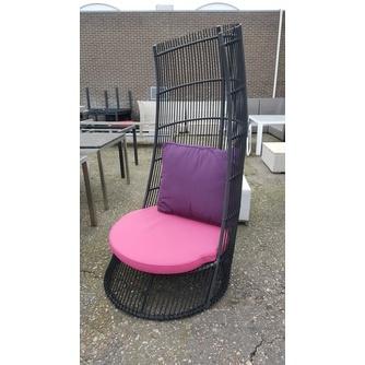 cage-applebee-outdoor-loungestoel-roze-bee-wett-kussens-hoog-sfeer