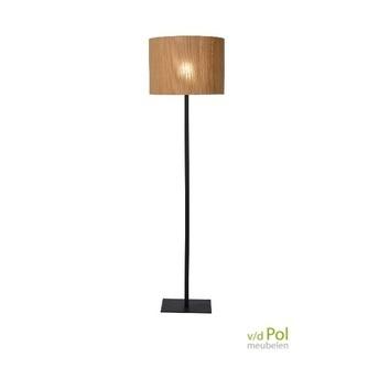 vloerlamp-rotan-natuurlijke-lampenkap-zwart-metaal
