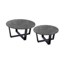 yoi teeburu is een set ronde zwarte loungetafels voor buiten