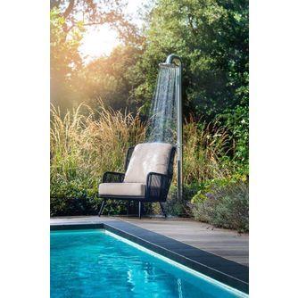 yoi-tsubasa-tuin-lounge-chair-hoge-rug-oorstoel-licht-kussen