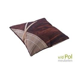 sierkussen-wood-houtlook-buitenkussen-outdoor-tuin-kussen-spunacrylic-outdoorstof