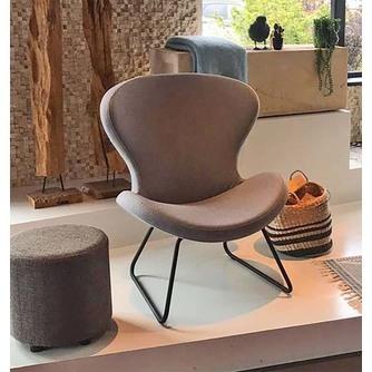 Design fauteuil hoge rug, dat is Ruby slide, modern met sledeframe van metaal