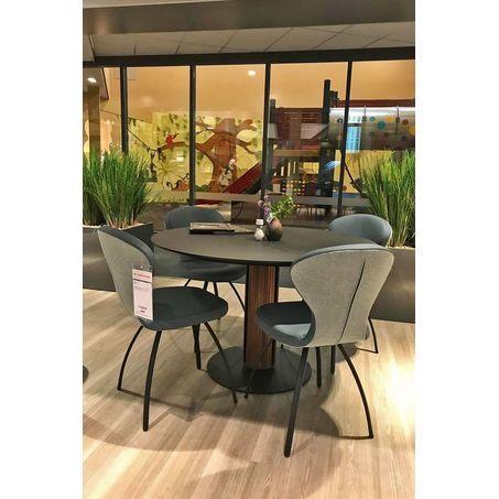 Steely is een zwarte ronde eettafel in doorsnee 120, 130 of 140 cm