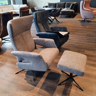 Relax fauteuil met voetenbank 8016 van Hjort Knudsen in stof of leer