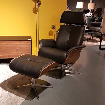 Design relaxfauteuil met voetenbank in leer of stof - Hjort Knudsen 7600